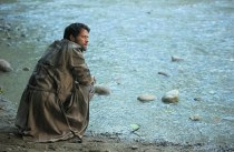 In purgatory, Dean find Castiel beside a river.