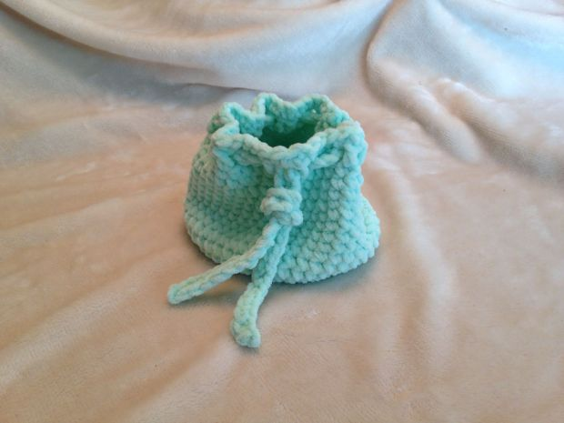 I made a cute little crocheted bag in the meantime.