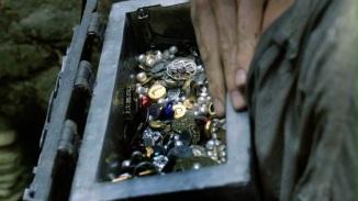 Jamie finds a treasure on Silkie Island.
